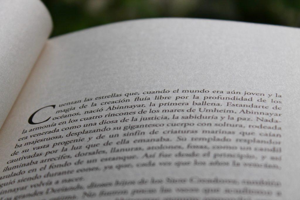 Hoy sale La Armadura de la Luz Primera frase Javier Miró